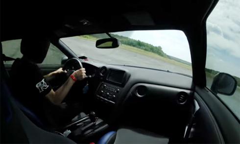 [Nissan GT-R] Siêu xe 2.000 mã lực mất lái khi phóng 350 km/h 3811